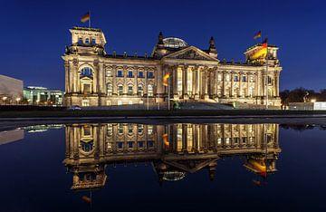 Le Reichstag en pleine réflexion sur Frank Herrmann