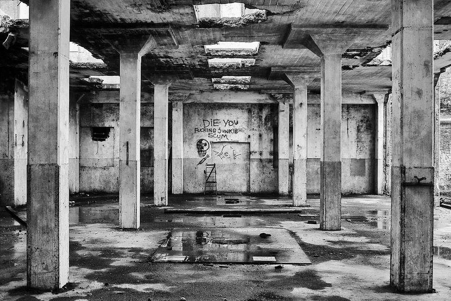 Urban exploring ACM in de stad Groningen (zwart-wit) van Evert Jan Luchies