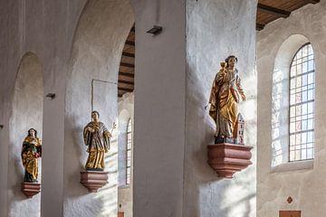 Interieur der Basilika Sankt Ägidius in Mittelheim, Rheingau van Christian Müringer
