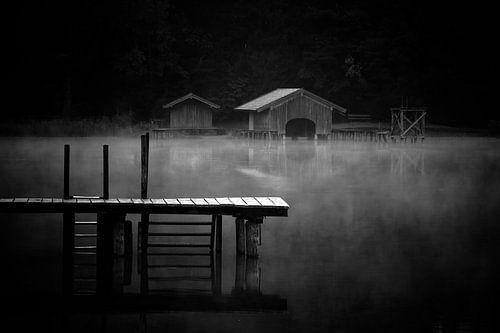 Schwarz Weiss - Steg und Hütte am Griessee von