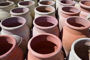 Kruiken op de markt van Ulrike Leone
