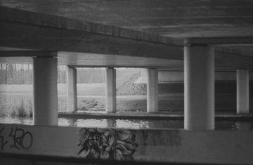 Een brug met wat graffiti  sur Melvin Meijer
