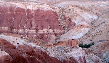 Rosa Landschaft im Atlas Marokko von jan katuin
