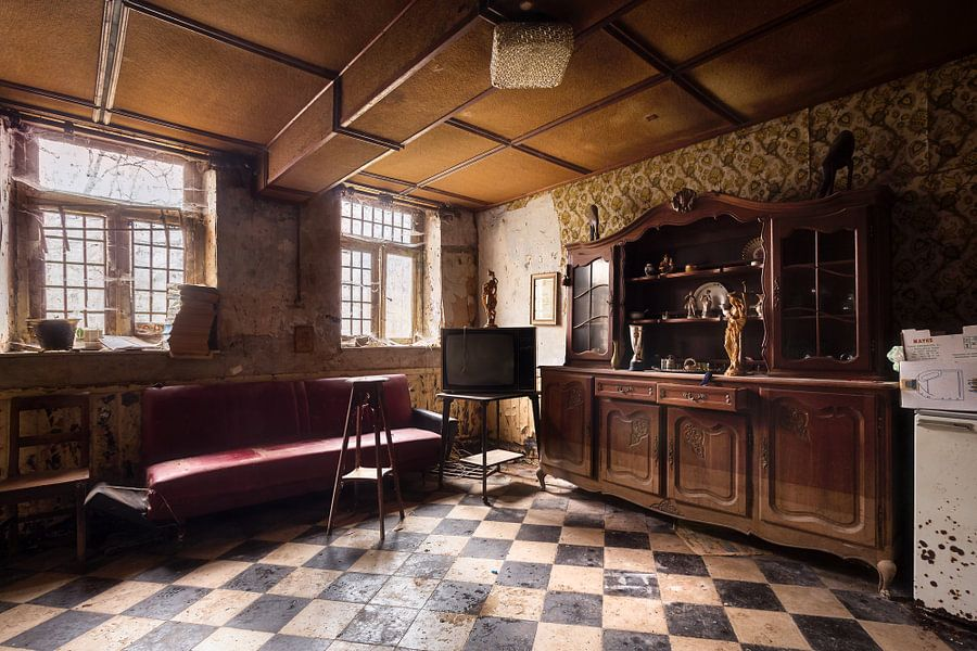 Woonkamer in een Verlaten Huis. van Roman Robroek