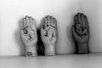 In His Hands von Naomi Kroon