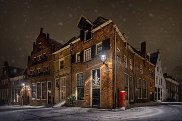 Stadt Deventer im Schnee, bei Nacht von Martin Podt