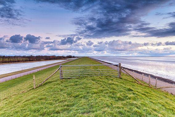 Ochtendgloren over de Lancasterdijk op Texel van Evert Jan Luchies
