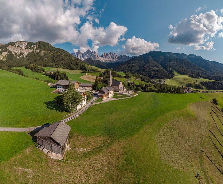 Kirche Heilige Magdalena, Villnoss Tal, Sankt Magdalena, Südtirol - Alto Adige, Italië van Rene van der Meer