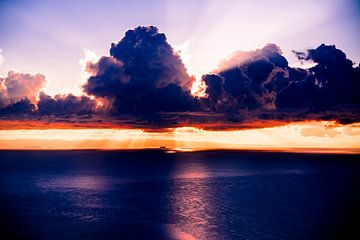 Zonsopgang bij Amantani eiland, Peru, Zuid Amerika von John Ozguc