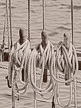 Touw van een oude zeilboot sepia van Katrin May