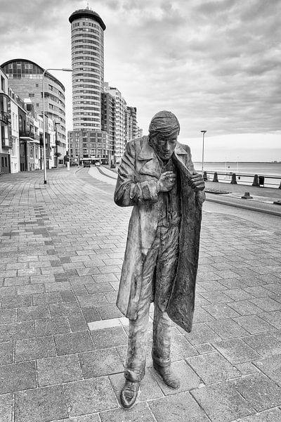 Man beeld langs de boulevard in Vlissingen (zwart-wit) van Evert Jan Luchies