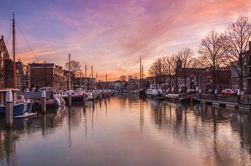 Wijnhaven in Dordrecht van Ilya Korzelius
