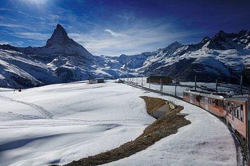 Gornergrat-Bahn in Richtung zum Matterhorn-Berg in der Schweiz von iPics Photography