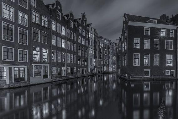 Oudezijds Voorburgwal en Zeedijk in Amsterdam - 2