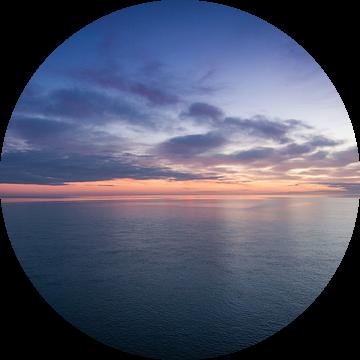 Zonsondergang op zee van Christiaan Onrust