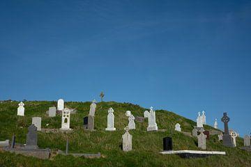 Oud kerkhof aan de kust in Ierland van Bo Scheeringa Photography