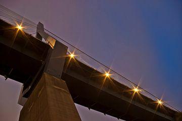 van onderen; de Köhlbrandbrücke van Norbert Sülzner
