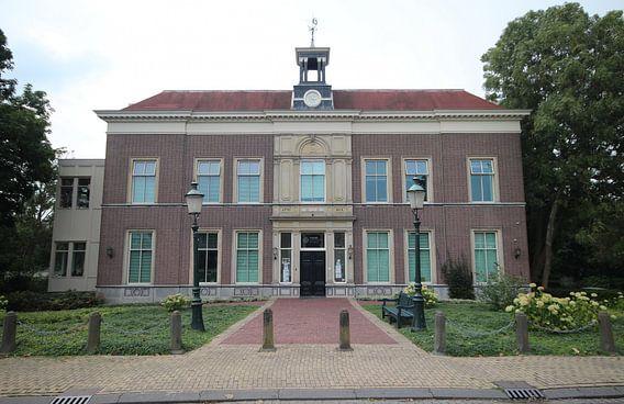 Oud weeshuis in Moordrecht, ooit raadhuis nu verzorgingstehuis van André Muller