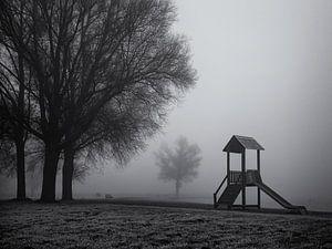 Speelhuisje in de mist
