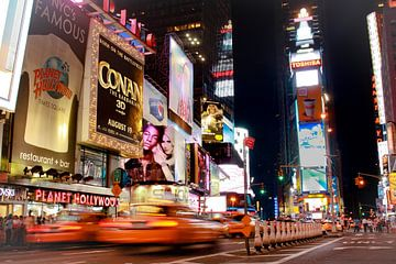 Times Square by night  van Malu de Jong
