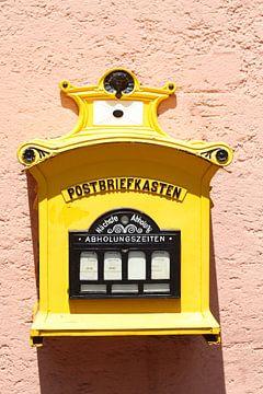 Alter Gelber Briefkasten