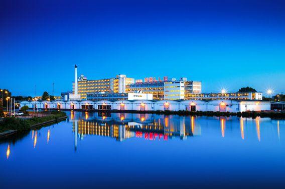 Van Nelle fabriek tijdens het blauwe uurtje