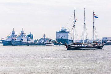 Zeilschip Vrijheid in de haven van den Helder