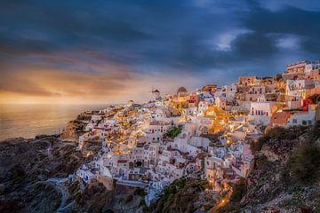 Santorini-eiland in Griekenland bij zonsondergang van Fine Art Fotografie