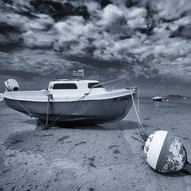 Drooggevallen bootje bij extreem eb van Tammo Strijker