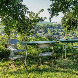 Terras met uitzicht op Eys in Zuid-Limburg van John Kreukniet