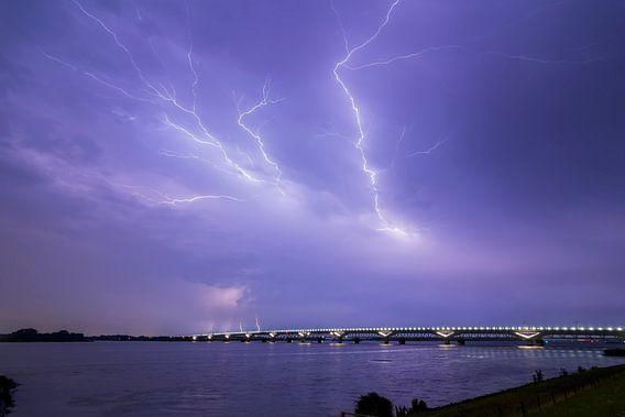Onweer boven Moerdijk van Freek van den Driesschen
