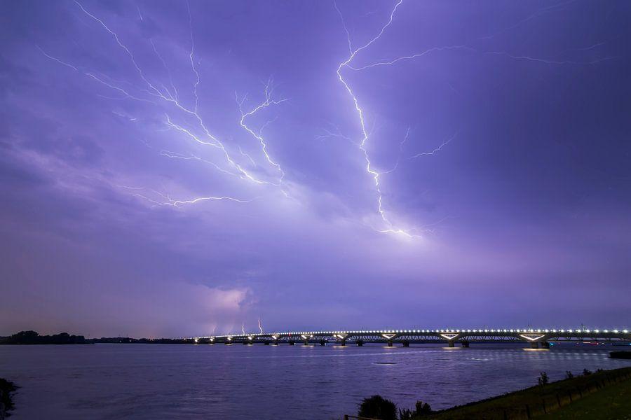 Onweer boven Moerdijk