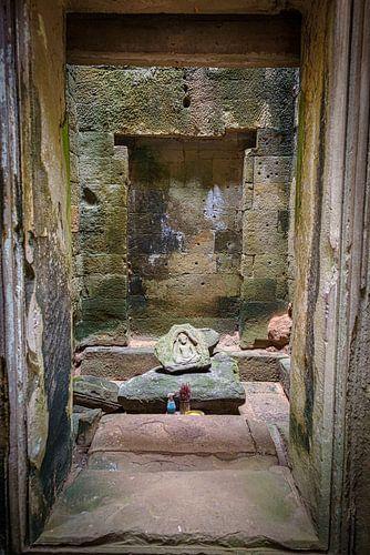 Boeddha reliëf in liggende steen in de Ta Prom tempel, Cambodja