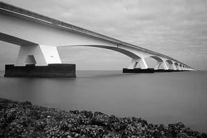 Uferdamm-Brücke