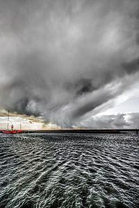 Regenbuitje boven de haven van Harlingen