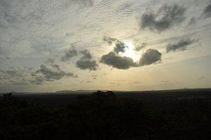 De mooie lucht van Sri Lanka van Gijs Bodzinga