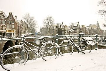 Amsterdam enneigée en hiver sur Nisangha Masselink