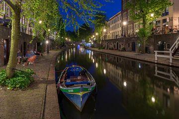 Oudegracht Utrecht tijdens de avondschemering