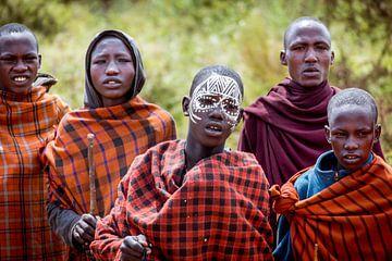 Masai volk in de Serengeti van Julian Buijzen
