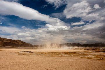 Buitenaards IJsland met harde wind en stof van Eddy 't Jong