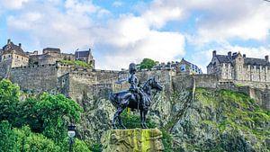 Blik op Edinburgh Castle in Edinburg, Schotland