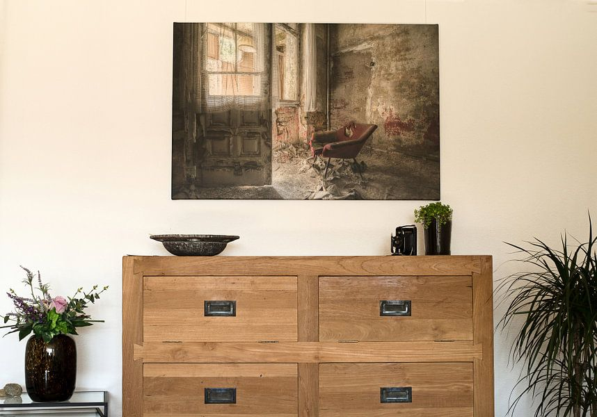 Kundenfoto: Lost Place - roter Sessel von Carina Buchspies