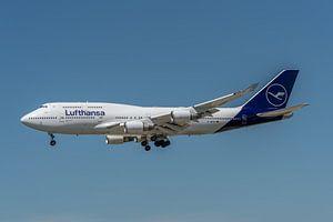 Boeing 747-400 van Lufthansa in haar nieuwe jasje, hier in de landing gefotografeerd bij de luchthav