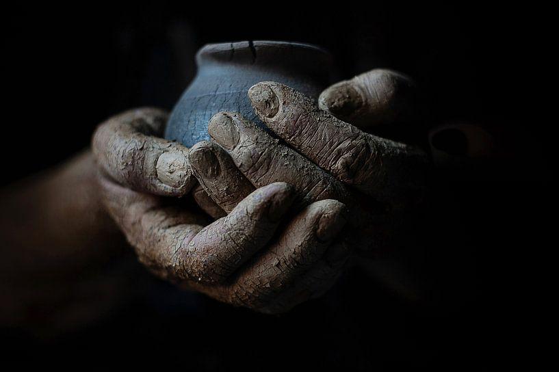 Hände aus Ton von Anoeska van Slegtenhorst