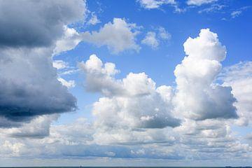 Schitterende lucht aan zee van Walter Frisart
