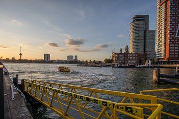 Watertaxi - Rotterdam van Fotografie Ploeg