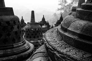 Sfeervolle plaat van details in de Borobudur tempel