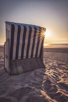 Strandstoel bij zonsondergang - Norderney van Steffen Peters
