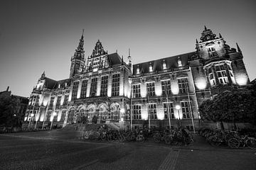Academiegebouw begin van de avond (zwart-wit) sur Iconisch Groningen