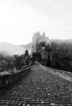 Château dans le brouillard (noir et blanc) sur MAT Fotografie